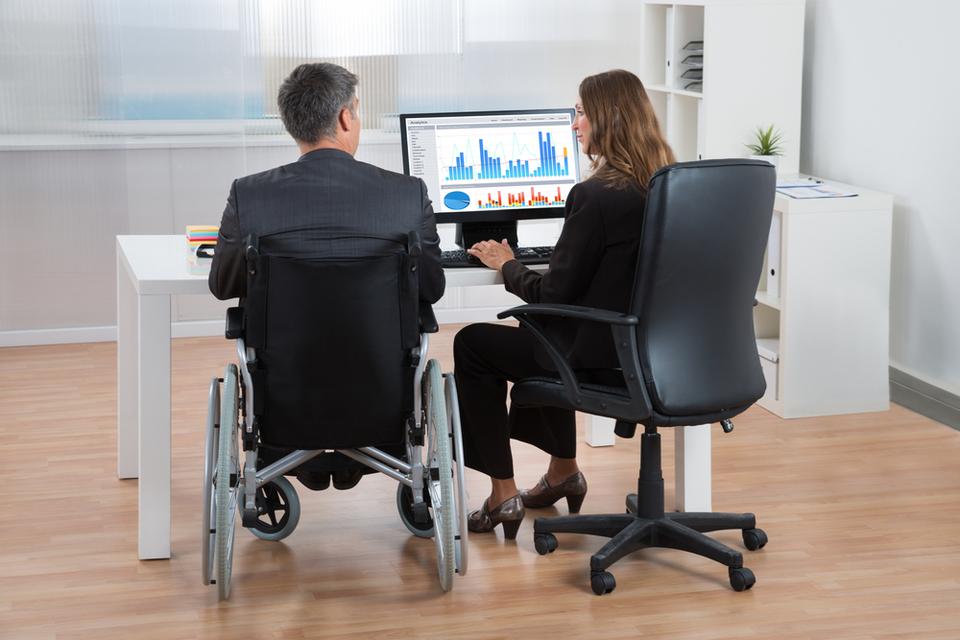 Emploi des personnes en situation de handicap dans l'habillement : extension de l'accord de branche
