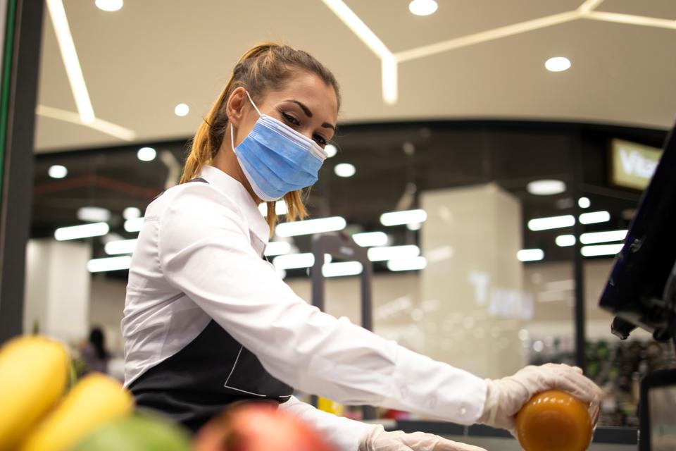 Commerce : vaccination prioritaire pour quels salariés ?